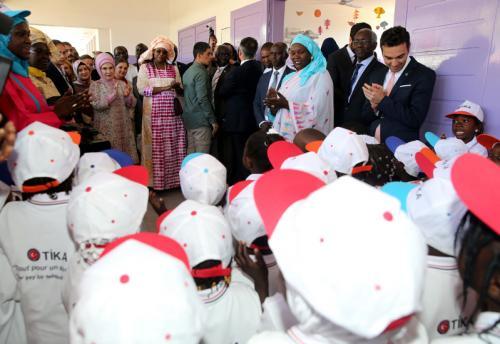 Emine Erdoğan, Senegal'de Pikine Sosyal Pediatri Enstitüsü'nü ziyaret etti