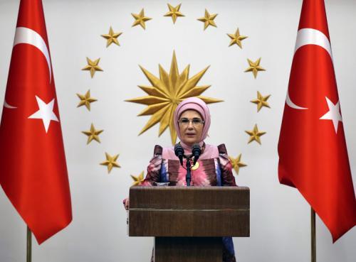Cumhurbaşkanı Recep Tayyip Erdoğan'ın eşi Emine Erdoğan,  25 Mayıs Afrika Günü dolayısıyla Afrika ülkeleri büyükelçilerinin eşleriyle Cumhurbaşkanlığı Külliyesinde düzenlenen iftar programında bir araya geldi.